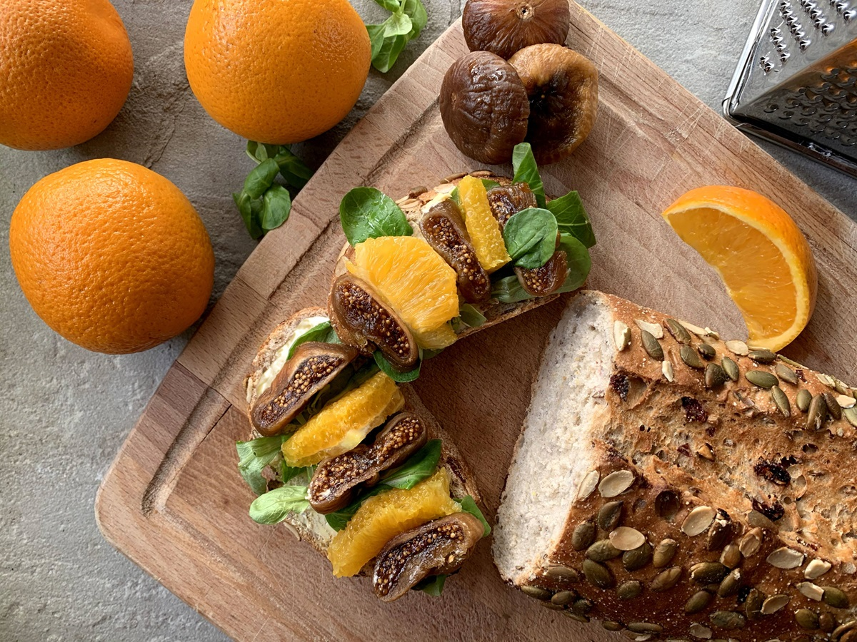 recipe image Bread with Figs and Orange