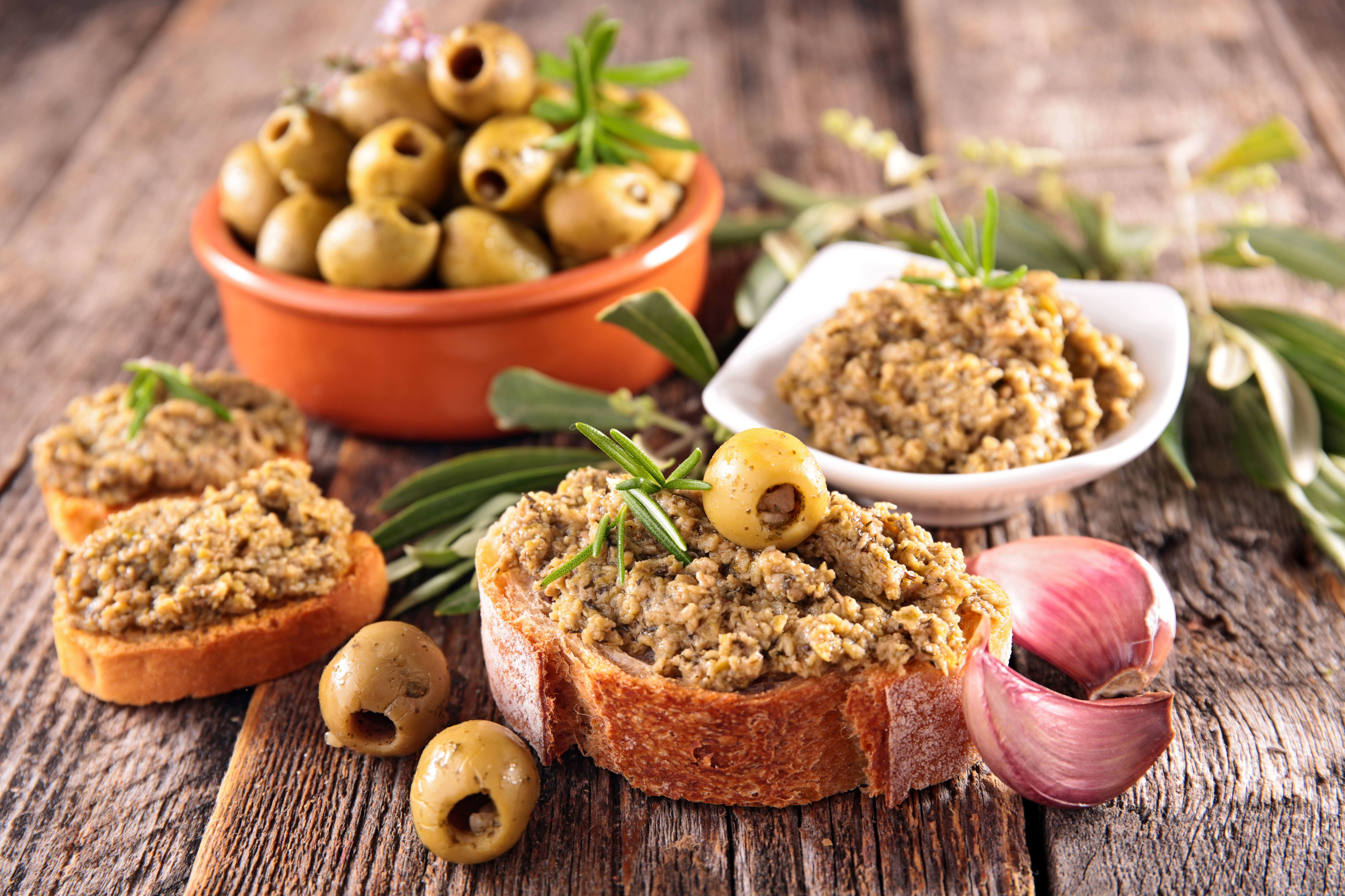 recipe image Spicy green olive tapenade